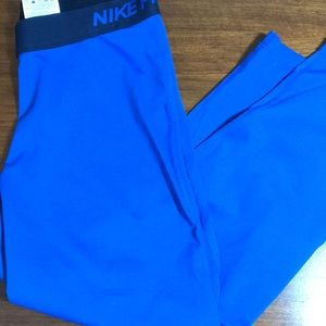 Nike Pro Athletic Capris size large